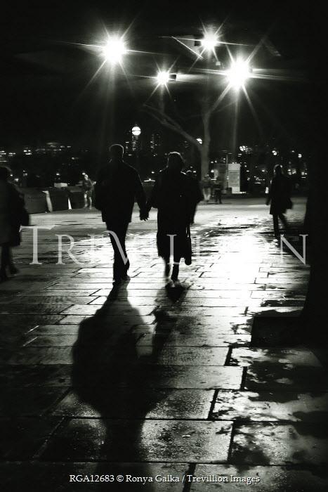 Ronya Galka COUPLE WALKING IN CITY Couples
