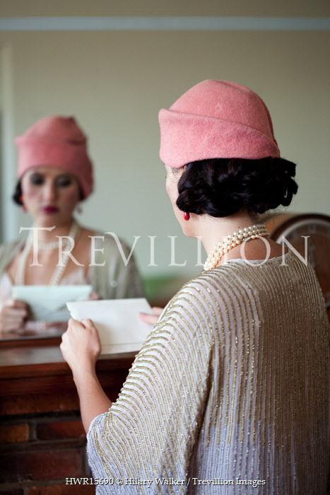 Hilary Walker 1920s FLAPPER READING LETTER Women