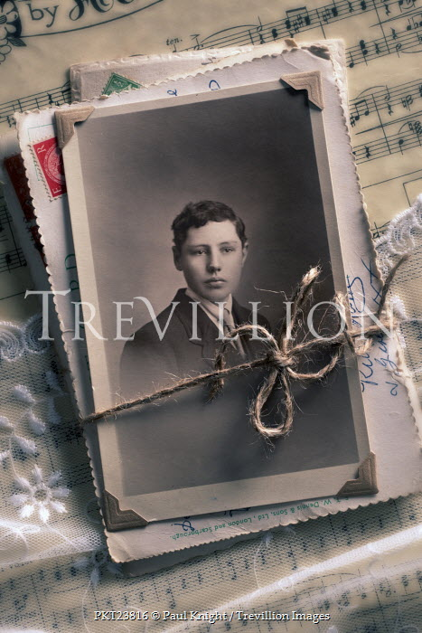 Paul Knight OLD PHOTO OF YOUNG BOY WITH MUSIC Miscellaneous Objects