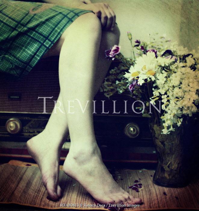 Raluca Deca FEMALE LEGS WITH OLD RADIO Body Detail