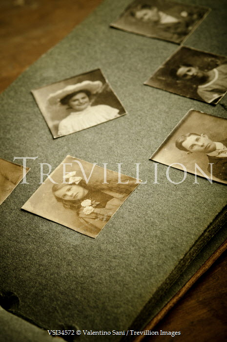 Valentino Sani OPEN PHOTO ALBUM WITH PHOTOGRAPHS Miscellaneous Objects