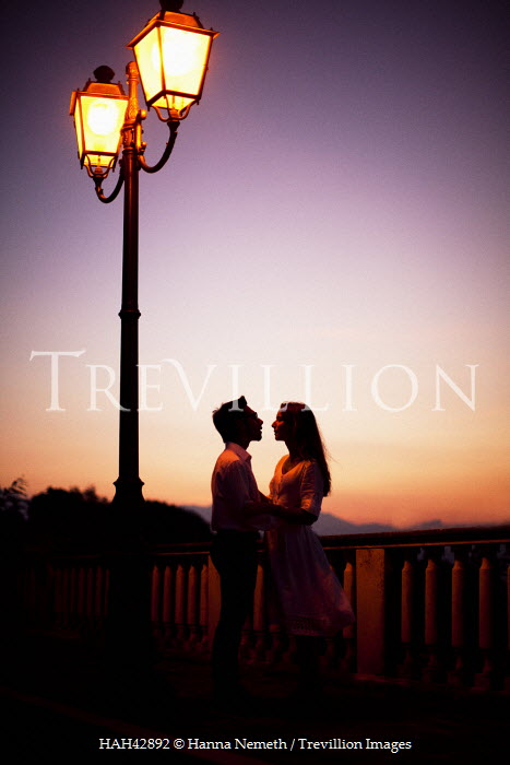 Hanna Nemeth SILHOUETTE OF COUPLE AT SUNSET Couples