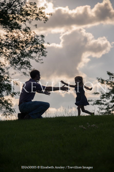 Elisabeth Ansley SILHOUETTE OF FATHER AND DAUGHTER Groups/Crowds