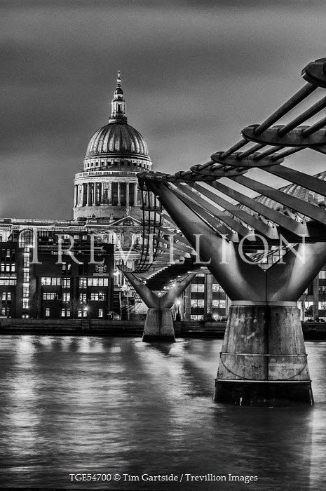 Tim Gartside MILLENNIUM BRIDGE AND ST PAUL'S CATHEDRAL, LONDON Miscellaneous Cities/Towns