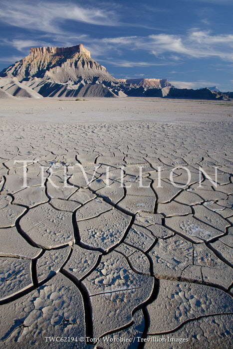 Tony Worobiec DRY CRACKED EARTH AND MOUNTAINS Desert