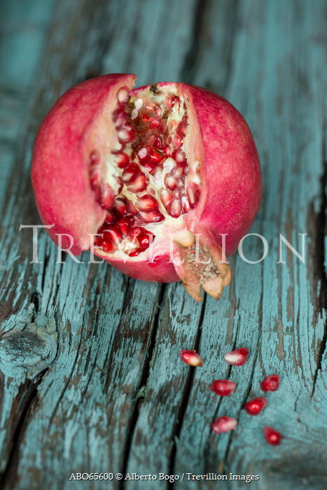 Alberto Bogo CLOSE UP OF OPEN POMEGRANATE FRUIT Miscellaneous Objects