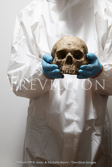 Andy & Michelle Kerry FORENSIC MAN HOLDING HUMAN SKULL Men