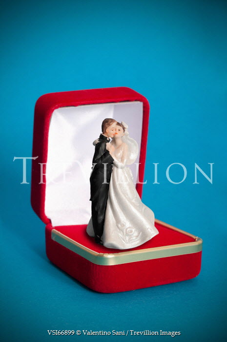 Valentino Sani MINIATURE BRIDE AND GROOM Miscellaneous Objects