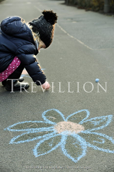 Ute Klaphake LITTLE GIRL DRAWING WITH CHALKS Children