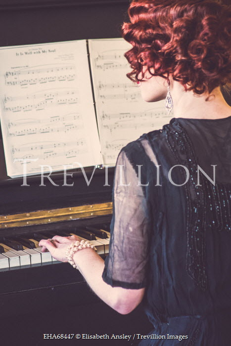 Elisabeth Ansley RED HAIRED RETRO WOMAN PLAYING PIANO Women