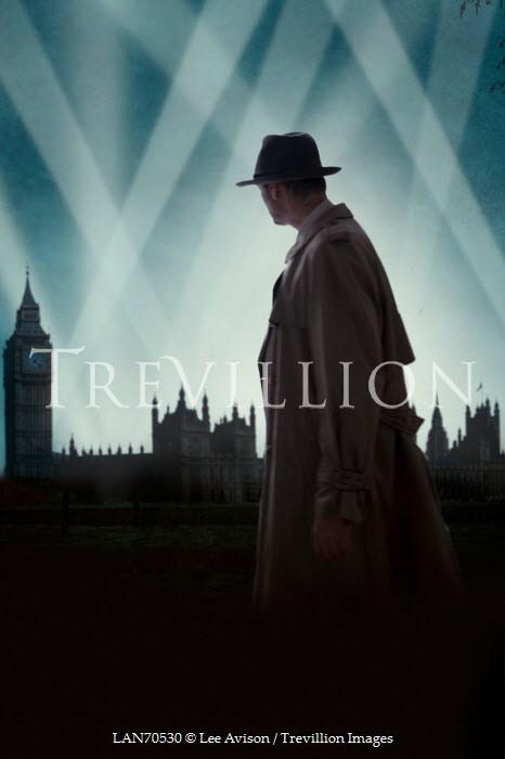 Lee Avison RETRO MAN IN LONDON AT NIGHT Men