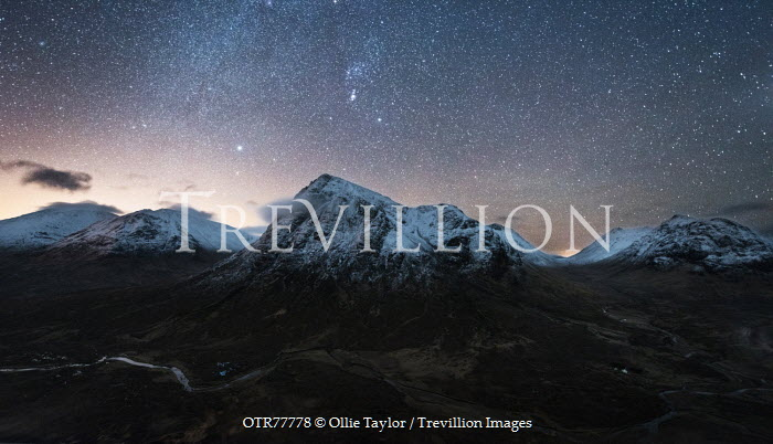 Ollie Taylor SNOWY MOUNTAINS UNDER NIGHT SKY Rocks/Mountains