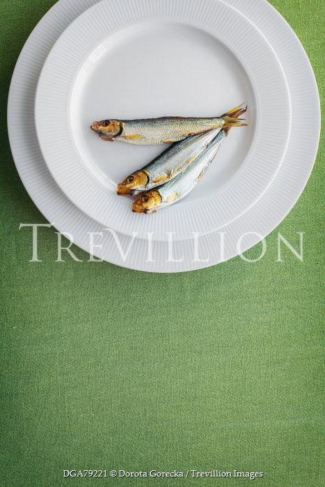 Dorota Gorecka THREE FISH ON A PLATE Fish