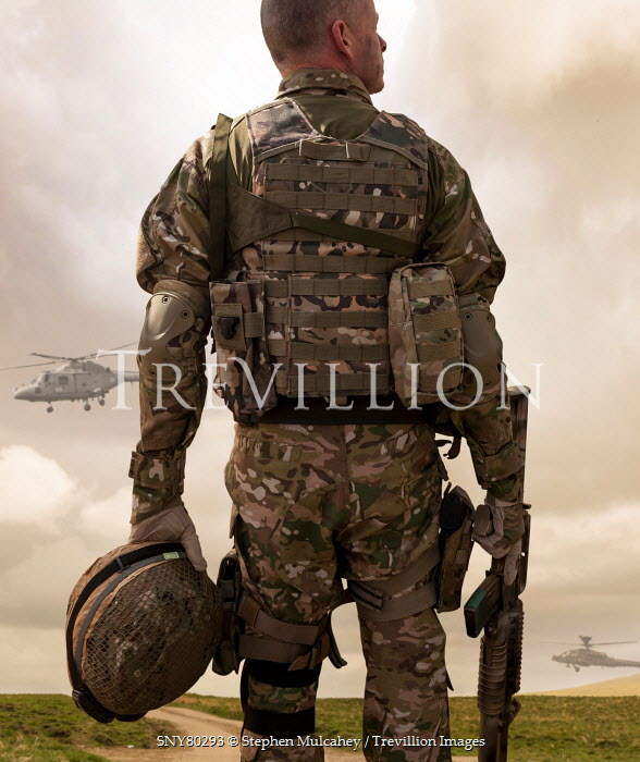 Stephen Mulcahey modern soldier watching helicopters Men