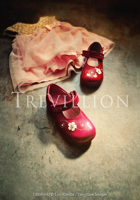 on sale 8cb34 ae1f7 Lyn Randle LITTLE GIRLS RED SHOES AND PINK DRESS Miscellaneous Objects