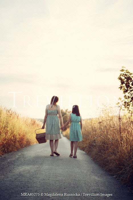 Magdalena Russocka MOTHER AND DAUGHTER ON COUNTRY ROAD Groups/Crowds