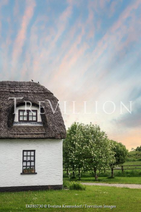 Evelina Kremsdorf country cottage Houses