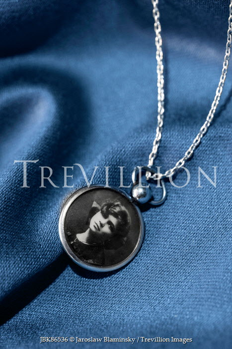 necklaces jewellery photo silver and f photograph chain hinds pendant sided double gold necklace l lockets