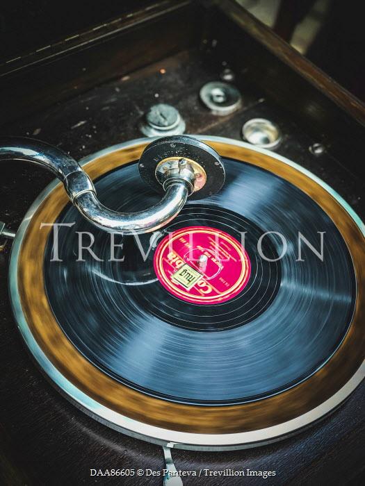Des Panteva VINTAGE RECORD PLAYER Miscellaneous Objects