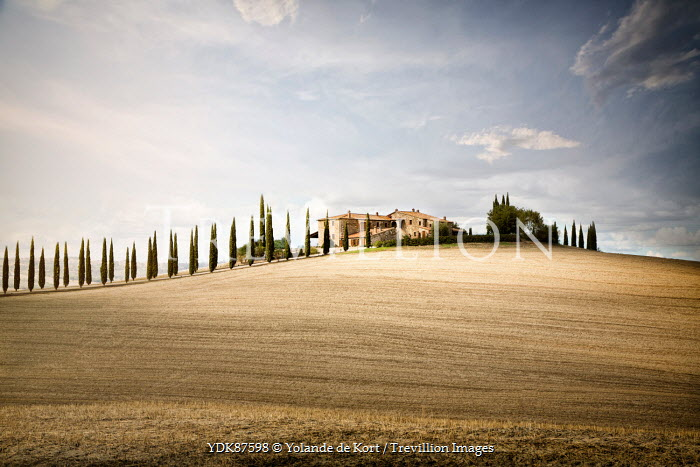 Yolande de Kort ITALIAN VILLA IN TUSCAN LANDSCAPE Houses