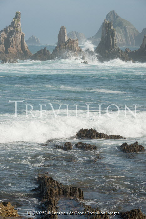 Lars van de Goor JAGGED ROCKS IN SEA Seascapes/Beaches