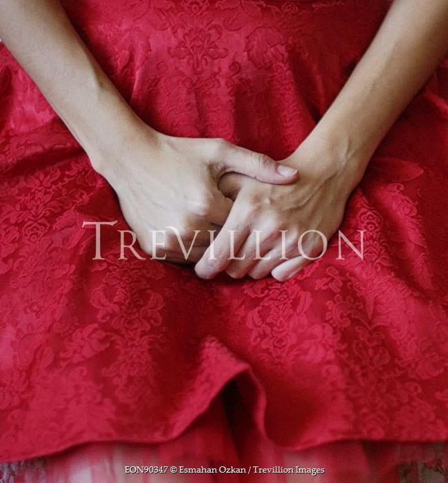 Esmahan Ozkan WOMAN WITH FOLDED HANDS Body Detail