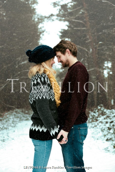 Laura Kate Bradley LOVING COUPLE IN SNOW Couples