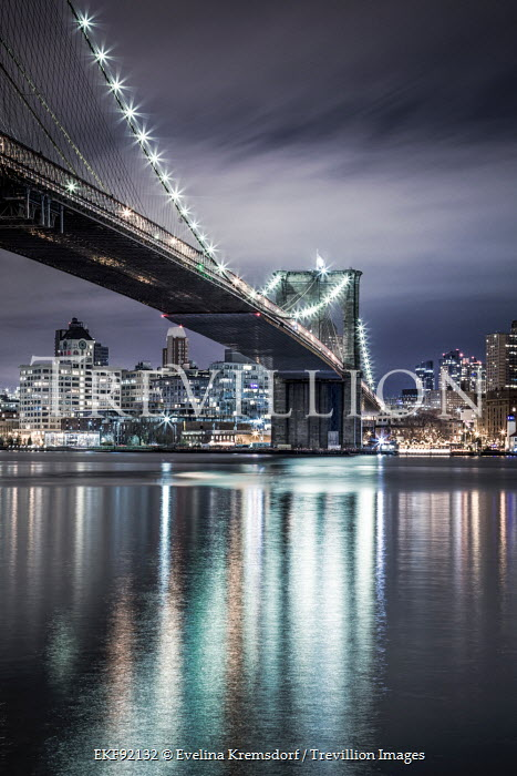 Evelina Kremsdorf BROOKLYN BRIDGE AND NEW YORK Lakes/Rivers