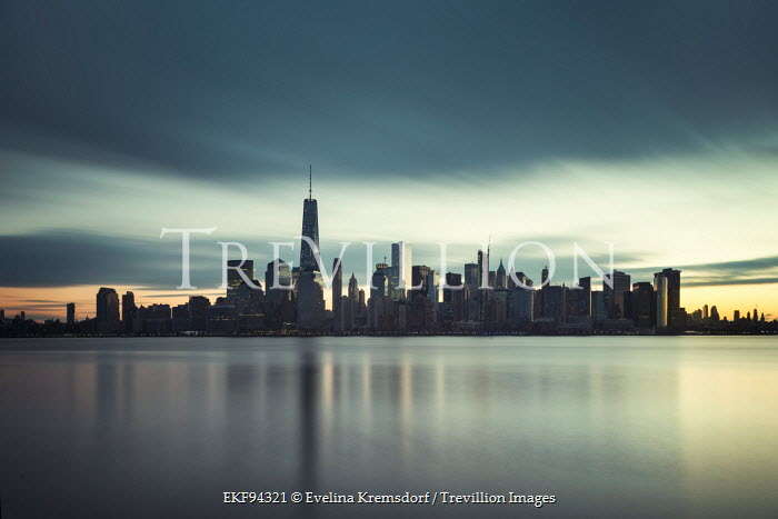 Evelina Kremsdorf NEW YORK SKYLINE AT DUSK Specific Cities/Towns