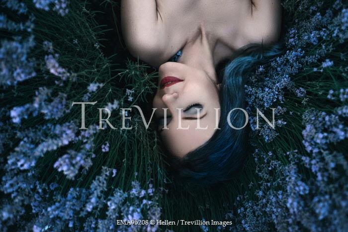 Hellen WOMAN SLEEPING IN BLUE FLOWERS OUTDOORS Women