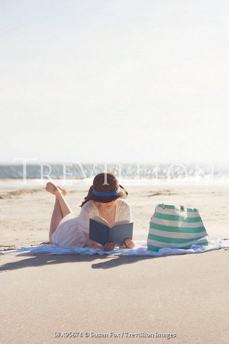 Susan Fox WOMAN READING ON THE BEACH Women