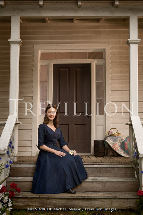 Michael Nelson RETRO WOMAN SITTING OUTSIDE HOUSE Women