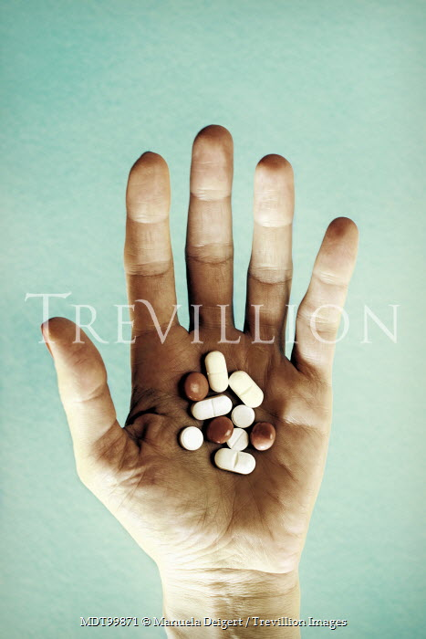 Manuela Deigert CLOSE UP OF HAND HOLDING PILLS Body Detail