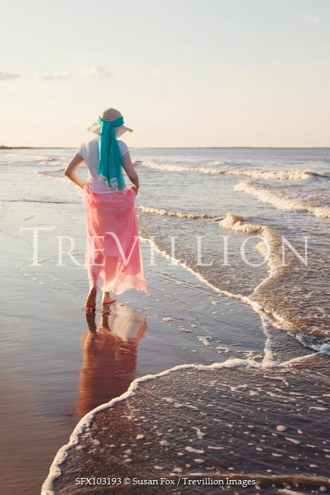 Susan Fox WOMAN STANDING BY THE SEA Women