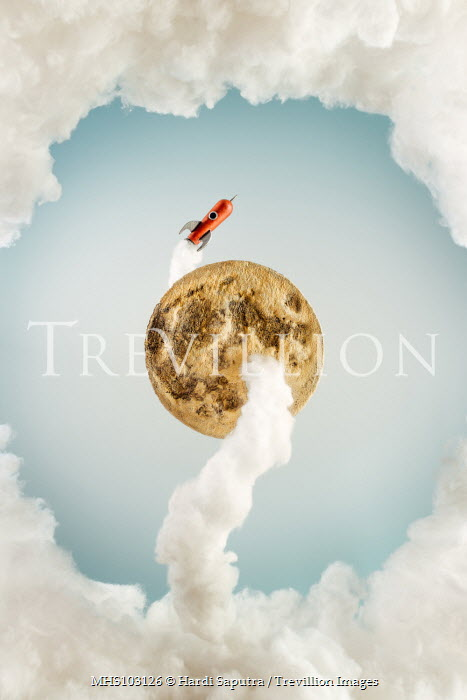 Hardi Saputra TOY ROCKET FLYING AROUND MOON Miscellaneous Objects