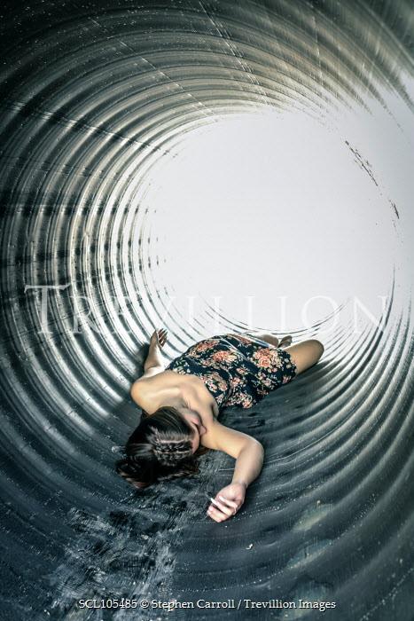 Stephen Carroll DEAD WOMAN LYING IN TUNNEL Women