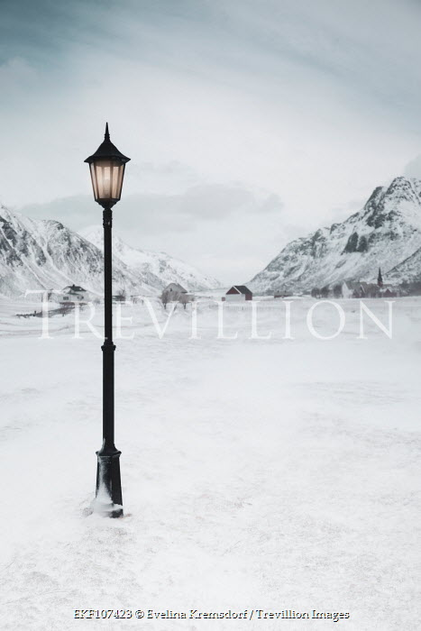Evelina Kremsdorf VILLAGE WITH SNOWY MOUNTAINS AND LAMPPOST Snow/ Ice