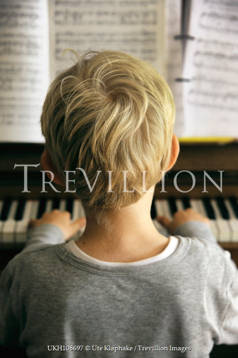 Ute Klaphake Boy playing piano