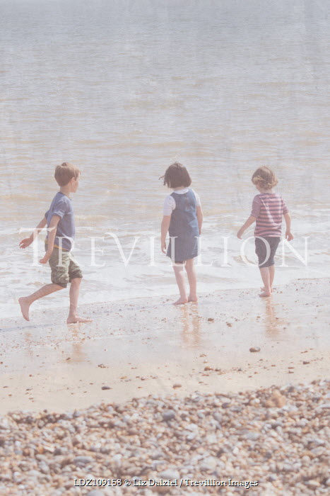 Liz Dalziel THREE CHILDREN ON BEACH IN SUMMER Groups/Crowds