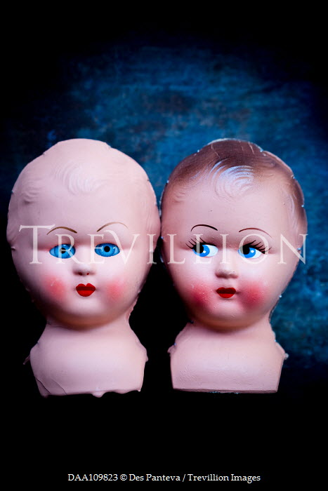 Des Panteva Two eerie doll heads Miscellaneous Objects