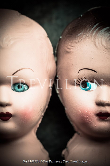 Des Panteva Two baby doll heads Miscellaneous Objects