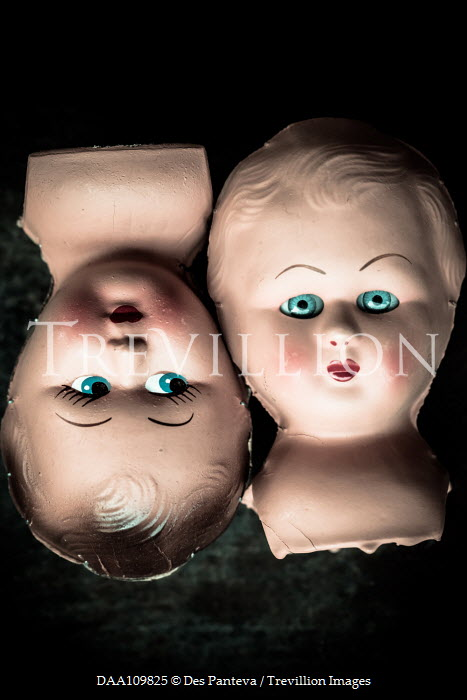 Des Panteva Two doll heads floating Miscellaneous Objects