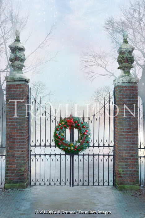 Drunaa Gates with Christmas wreath