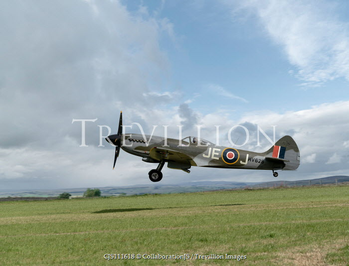 CollaborationJS WARTIME AEROPLANE LANDING ON AIRFIELD Miscellaneous Transport