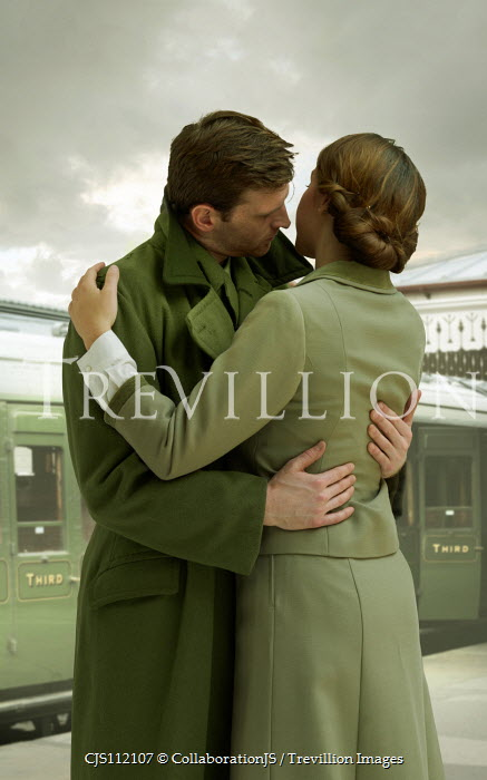 CollaborationJS SOLDIER EMBRACING WOMAN IN TRAIN STATION Couples