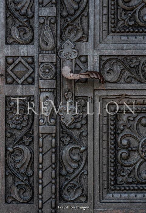 Jaroslaw Blaminsky CLOSE UP OF DECORATIVE DOOR AND HANDLE Building Detail