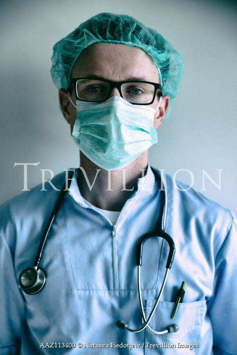 Natasza Fiedotjew close up of male doctor with stethoscope and mask