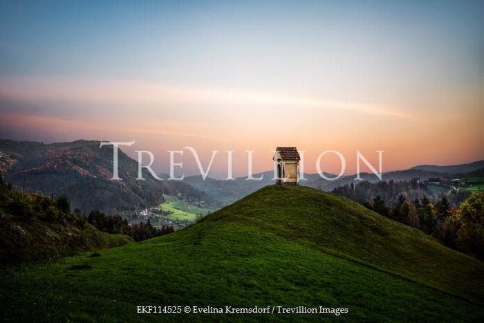 Evelina Kremsdorf MONUMENT ON HILL AT SUNSET Rocks/Mountains