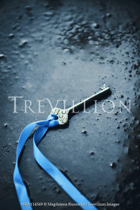 Magdalena Russocka key with blue ribbon