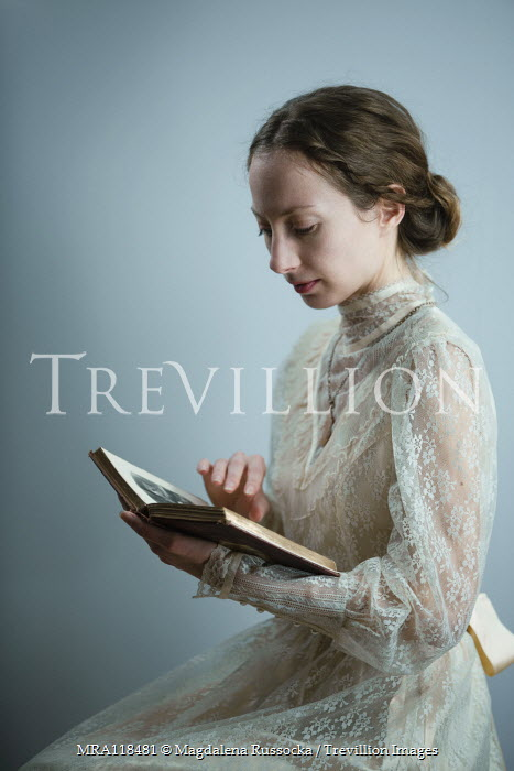 Magdalena Russocka historical woman in lace dress reading book